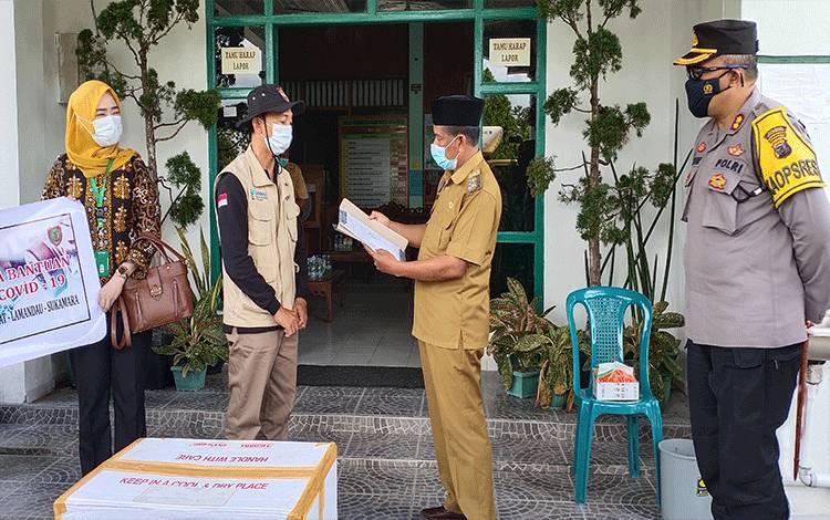 Wabup Sukamara saat menerima vaksin covid-19 dari Dinas Kesehatan Kalteng.