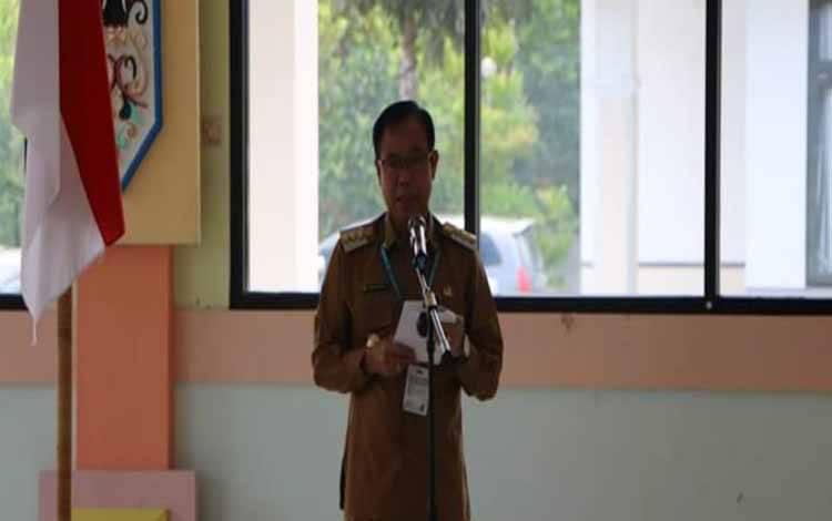 Bupati Katingan, Sakariyas menyampaikan sambutan pada pisah sambut Ketua PN Kasongan
