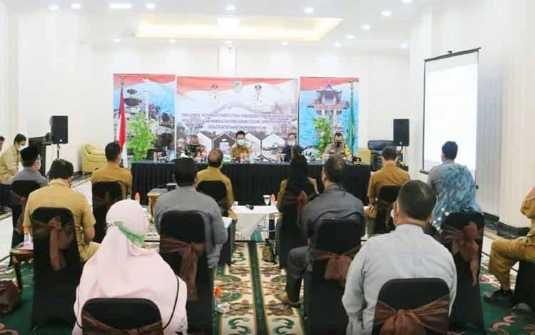 Pelaksanaan rapat mengenai pembelajaran tatap muka di Kabupaten Barito Utara di rumah jabatan bupati, Selasa 12 Januari 2021