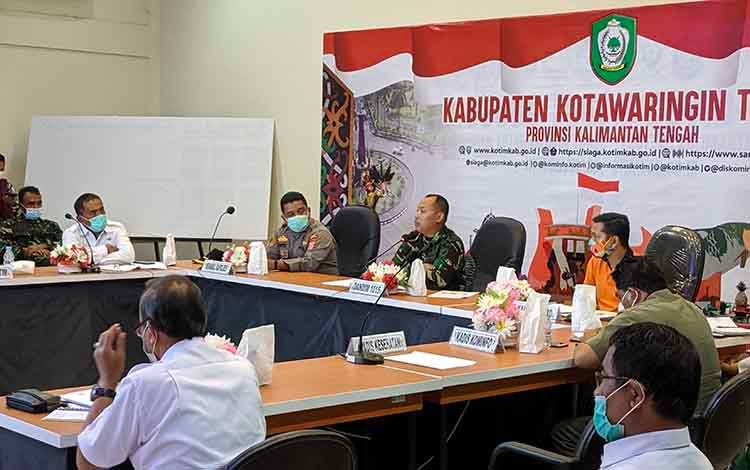 Rapat pembentukan Satgas Covid-19 kecamatan, kelurahan, desa, dan RT/RW, yanv dipimpin Dandim 1015 Sampit Letkol CZI Akhmad Safari, Rabu, 13 Januari 2021.