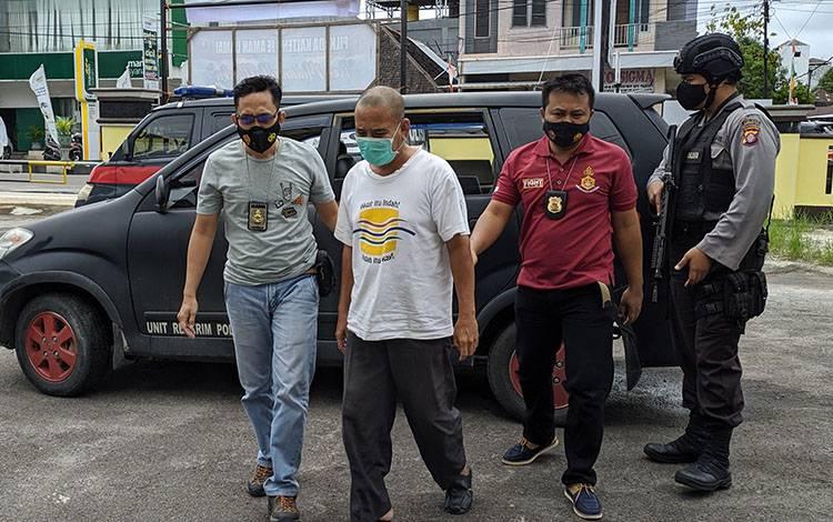 Seorang ASN yang terlibat peredaran narkoba saat ditangkap jajaran Polsek Ketapang.