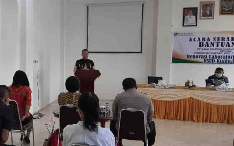 Bupati Gunung Mas, Jaya S Monong menyampaikan sambutan pada peresemian laboratorium TCM Covid-19 RSUD Kuala Kurun, Kamis, 14 Januari 2021.
