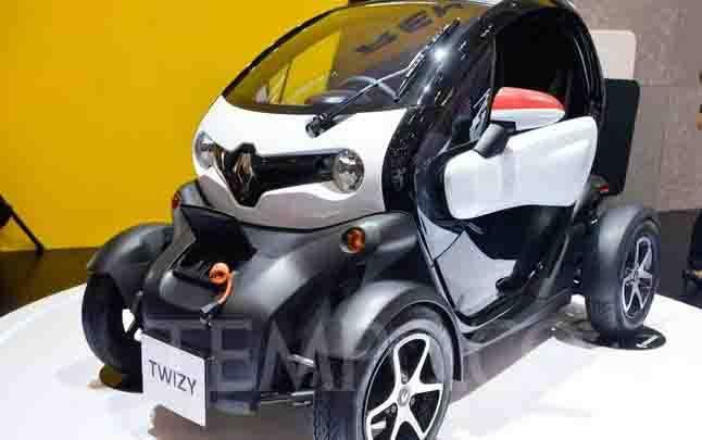 Mobil listrik Renault Twizy ditampilkan dalam pameran GAIKINDO Indonesia International Auto Show (GIIAS) 2019 di ICE BSD, Tangerang, Kamis, 18 Juli 2019. Renault menghadirkan Renault Twizy sebagai mobil listrik yang ramah lingkungan sebagai upaya dalam mendukung green technology melalui kendaraan elektrifikasi. (foto : TEMPO/Tony Hartawan)