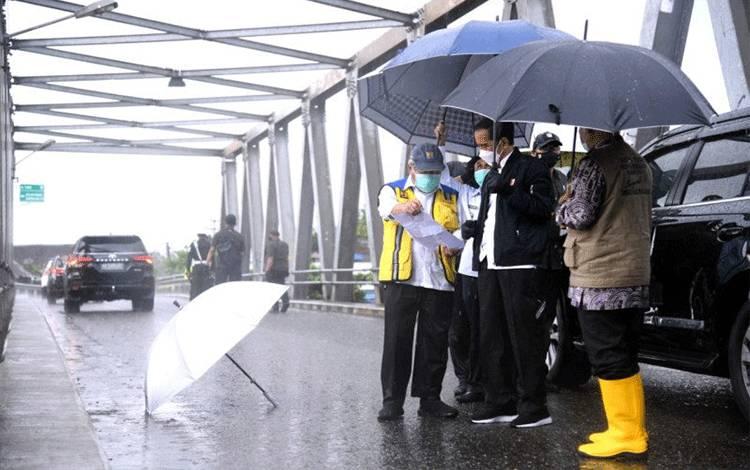 15 Meninggal, 20 Ribu Jiwa Mengungsi, Jokowi: Logistik Banjir Kalsel Harus Tercukupi