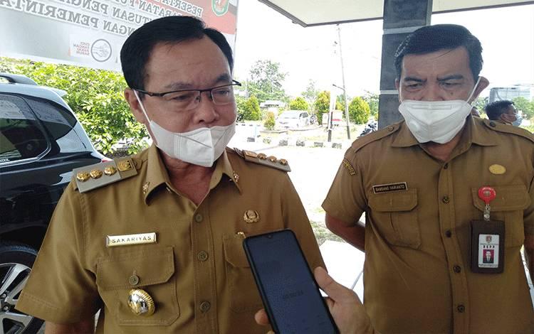 Bupati Katingan Sakariyas didampingi Kepala BKPP Bambang Harianto.
