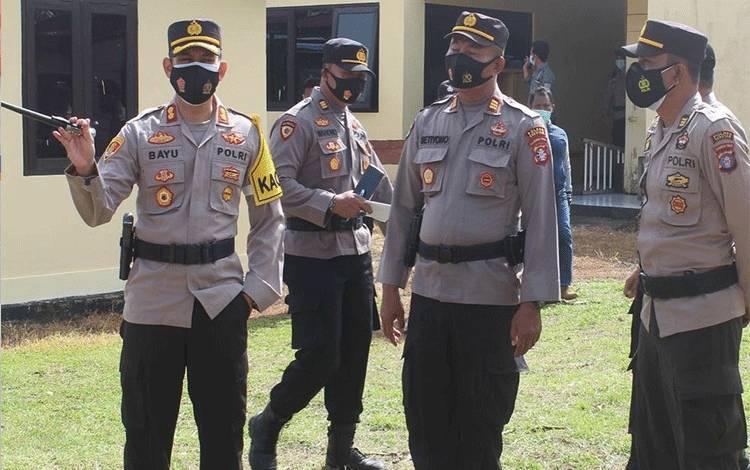 Kapolres Seruyan AKBP Bayu Wicaksono saat mengunjungi Polsek Seruyan Hilir di Kuala Pembuang, Rabu 20 Januari 2021