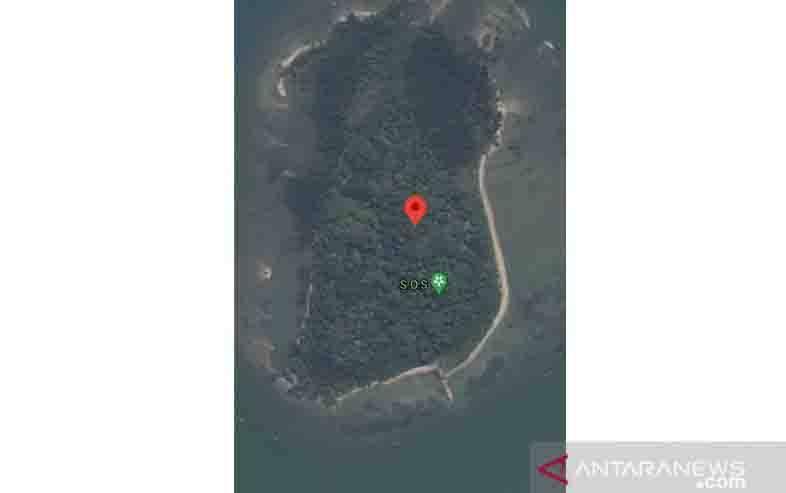 Tangkapan layar dari gambar Pulau Laki dengan simbol SOS yang beredar di beberapa media sosial. (foto : ANTARA/Prisca Triferna)