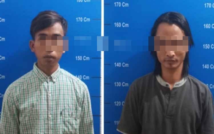 Kedua tersangka saat diamankan di Polresta Palangka Raya