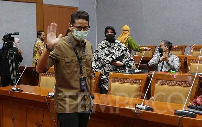 Menteri Pariwisata dan Ekonomi Kreatif (Menparekraf) Sandiaga Uno saat mengikuti rapat kerja kerja dengan Komisi X DPR RI di Kompleks Parlemen Senayan, Jakarta, Kamis, 14 Januari 2021. (foto : TEMPO/M Taufan Rengganis)