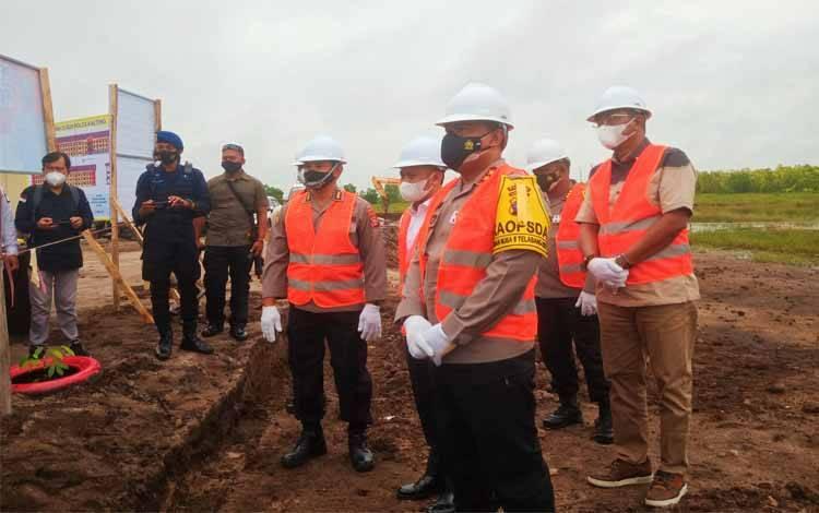 Kapolda Kalteng Irjen Dedi Prasetyo saat usai melaksanakan peletakan batu pertama pembangunan rumah susun bagi personel Bintara yang baru lulus