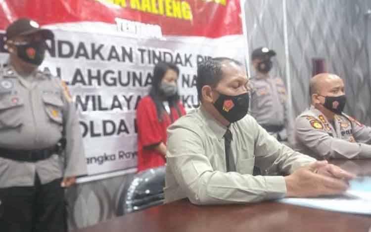 Dirresnarkoba Polda Kalteng Kombes Nono Wardoyo saat menggelar press release beberapa hari lalu