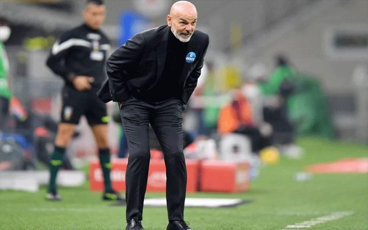 Manajer AC Milan Stefano Pioli. (REUTERS/DANIELE MASCOLO)
