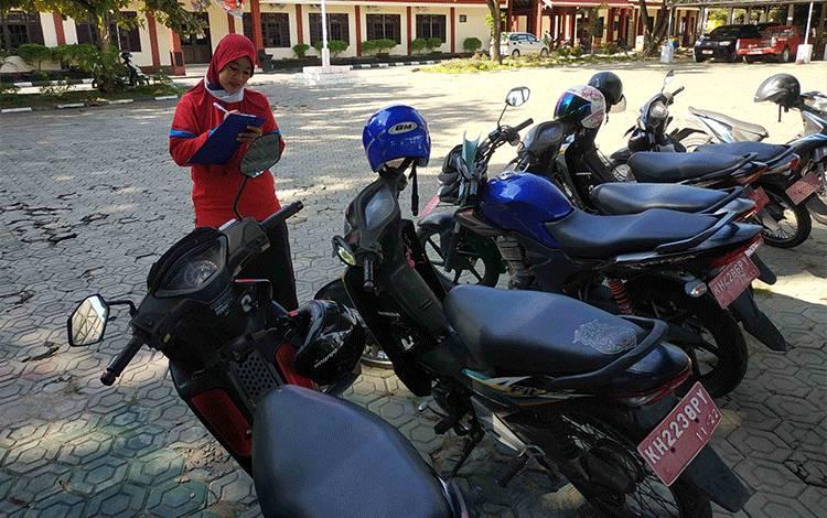 Pengecekan kendaraan dinas yang dilakukan di BPKAD Kabupaten Seruyan