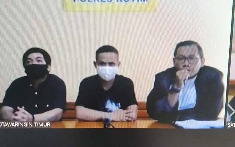 Syahrul alias Along dan Isnaini Sugandi alias Iis, tersangka kasus narkotika bersama penasihat hukumnya.