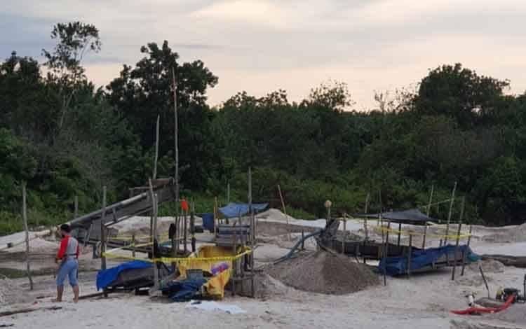 Disergap Polisi, Penambang Emas Ilegal di Desa Pundu Kabur