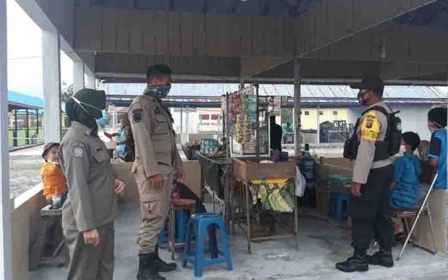 Personel Gabungan saat menggelar Operasi Yustisi di Desa Bangun Harja