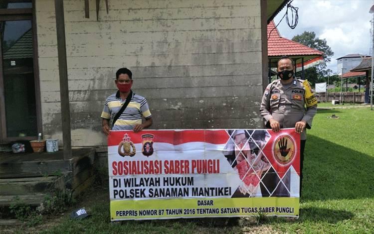 Anggota Polsek Sanaman Mantikei sosialisasi saber pungli kepada warga.