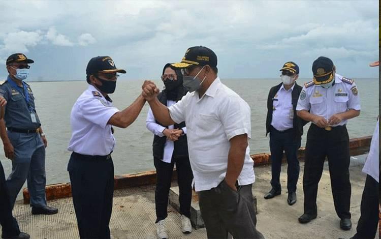 Wakil Gubernur Kalteng, Habib Ismail Bin Yahya saat melakukan kunjungan kerja ke Pelabuhan Segintung Kabupaten Seruyan.