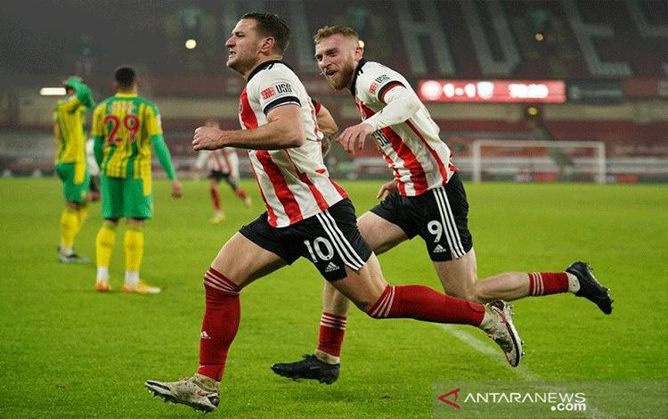 Penyerang Sheffield United Billy Sharp (kiri) merayakan golnya ke gawang West Bromwich Albion dalam lanjutan Liga Inggris di Stadion Bramall Lane, Sheffield, Inggris, Selasa (2/2/2021) waktu setempat. (ANTARA/REUTERS/POOL/Dave Thompson)
