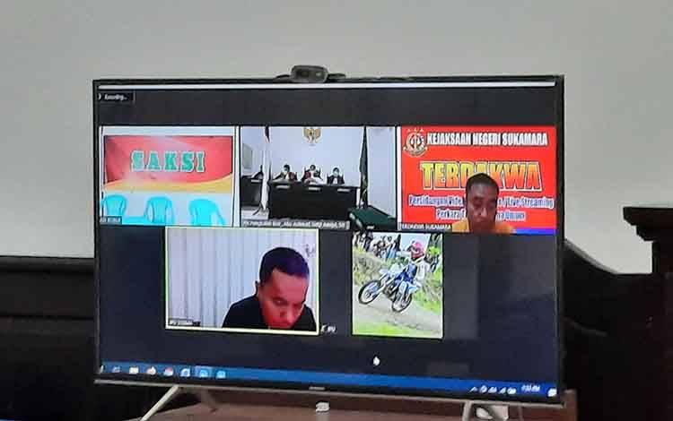 Terdakwa kurir sabu, Suprianus Dedi saat menjalani persidangan secara virtual yang digelar Pengadilan Negeri Pangkalan Bun.