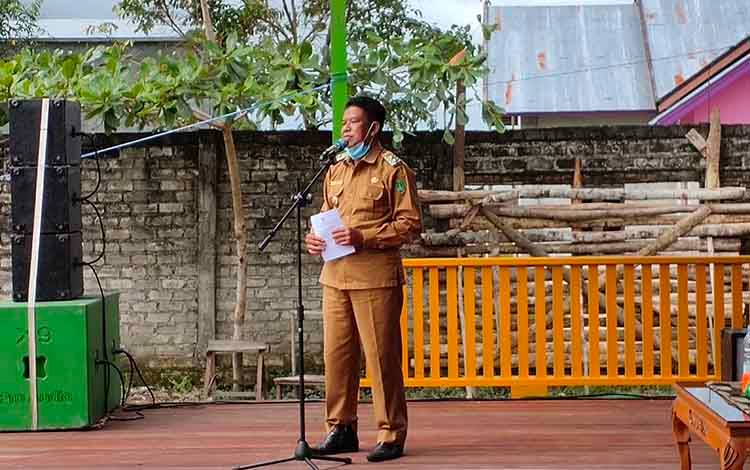 Wabup Sukamara, H Ahmadi saat menyampaikan sambutannya di sebuah acara.