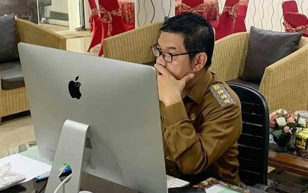 Bupati Barito Timur, Ampera AY Mebas menyampaikan arahan pada musrenbang kecamatan secara virtual, Selasa, 9 Februari 2021.
