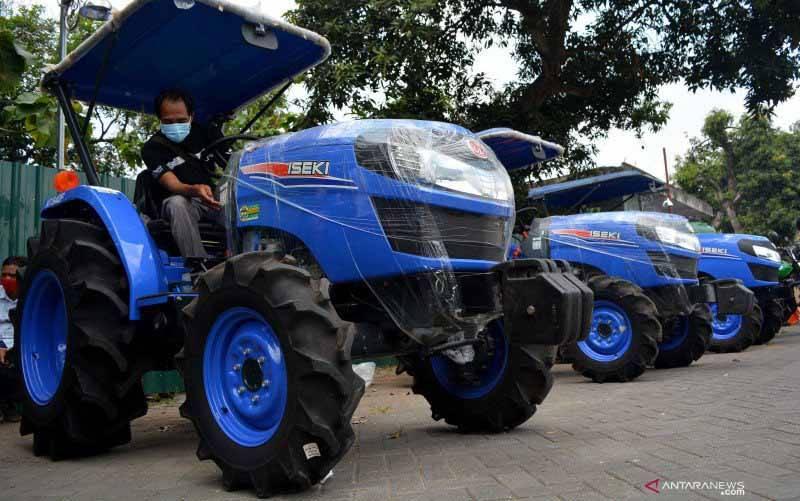 Ilustrasi traktor. (foto : ANTARA FOTO/SYAIFUL ARIF)