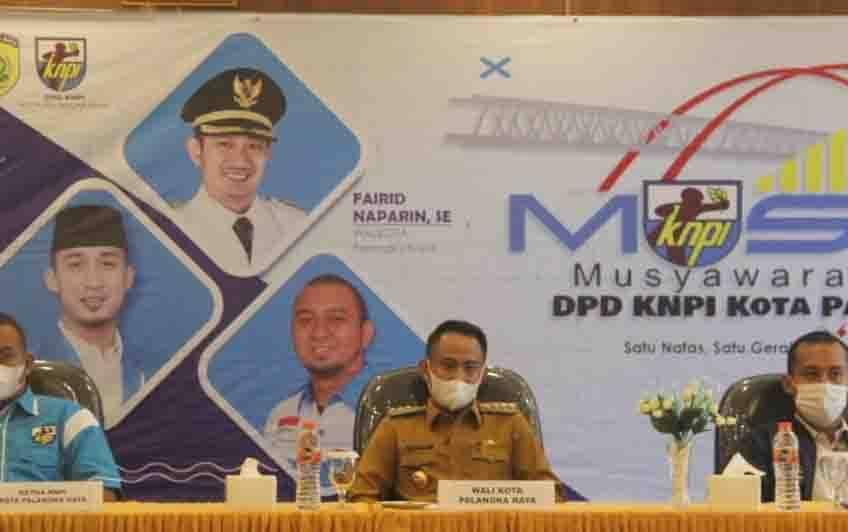 Wali Kota Palangka Raya Fairid Naparin saat membuka Musda XIV DPD KNPI, Selasa 16 Februari 2021