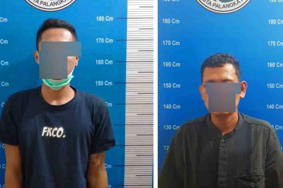 Kedua pelaku saat diamankan di Polresta Palangka Raya