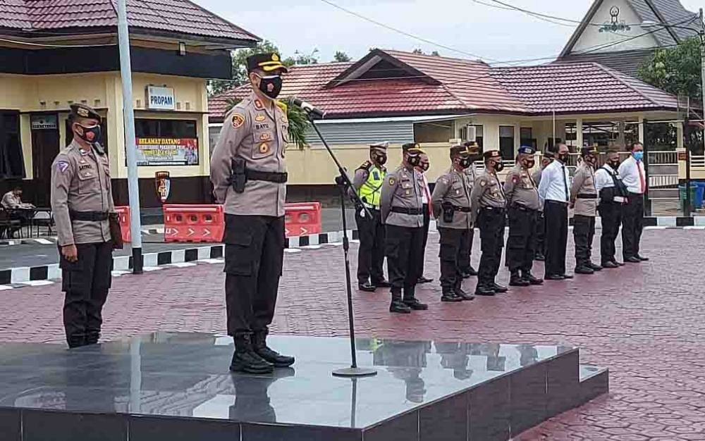 Kapolres Seruyan, AKBP Bayu Wicaksono saat memberikan pengarahan kepada personel.