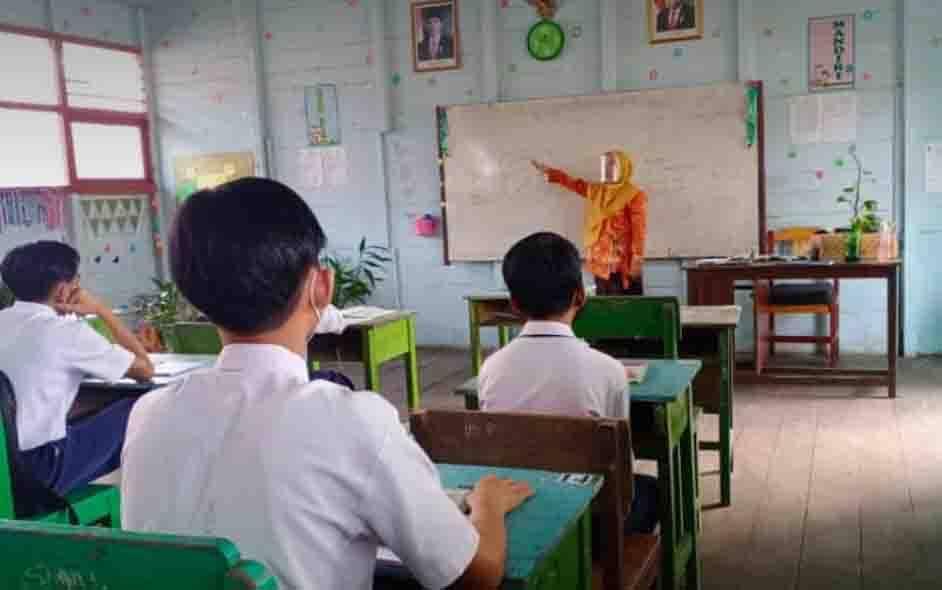 Pembelajaran tatap muka disalah satu sekolah di Sampit