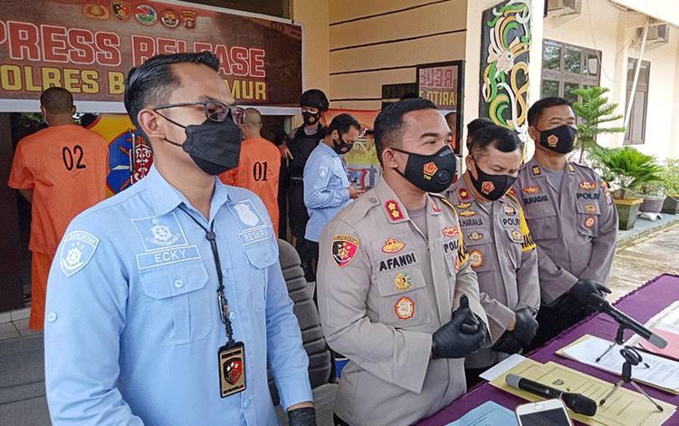 Kapolres Barito Timur AKBP Afandi Eka Putra saat melakukan siaran pers.