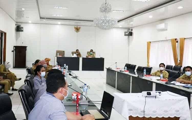 Rapat pembahasan terkait pembongkaran gedung lama poli eksisting RSUD Muara Teweh.