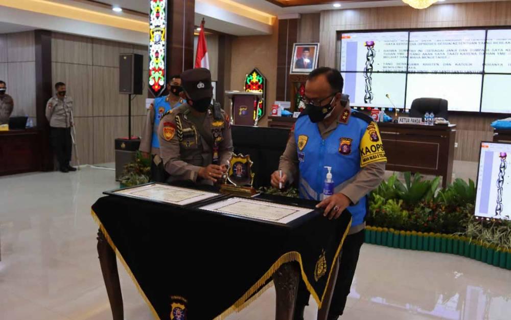 Kapolda Kalteng, Irjen Pol Dedi Prasetyo saat menandatangani Pakta Integritas Seleksi PKN, Rabu, 24 Februari 2021.
