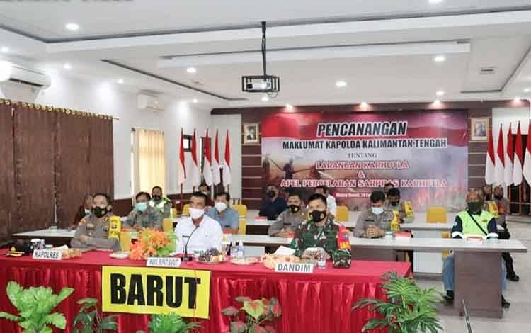 Wakil Bupati Barito Utara, Sugianto Panala Putra bersama unsur FKPD saat mengikuti rapat secara virtual bersama Kapolda Kalteng terkait pencegahan karhutla, Kamis, 25 Februari 2021.