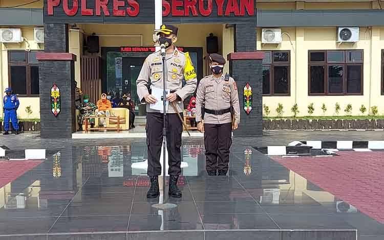Kapolres Seruyan, AKBP Bayu Wicaksono memimpin apel sosialisasi maklumat Kapolda Kalteng, Kamis, 25 Februari 2021.