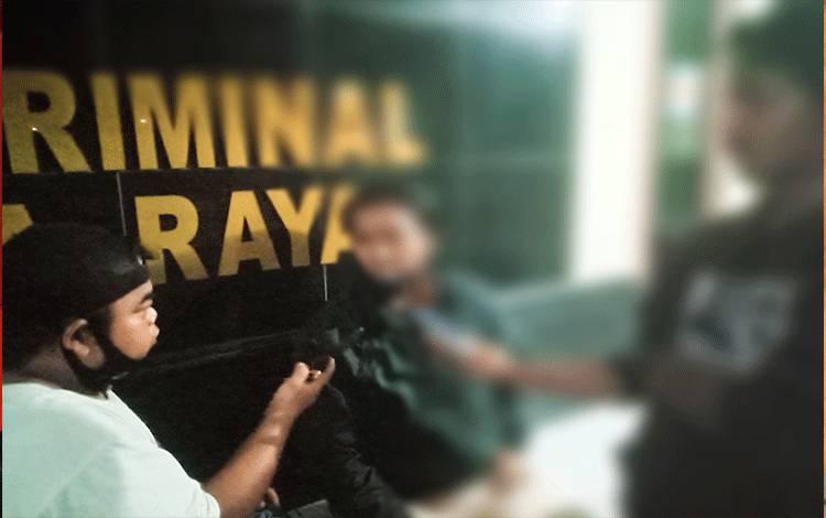 Orangtua korban saat ditemui usai pemeriksaan di Polresta Palangka Raya.