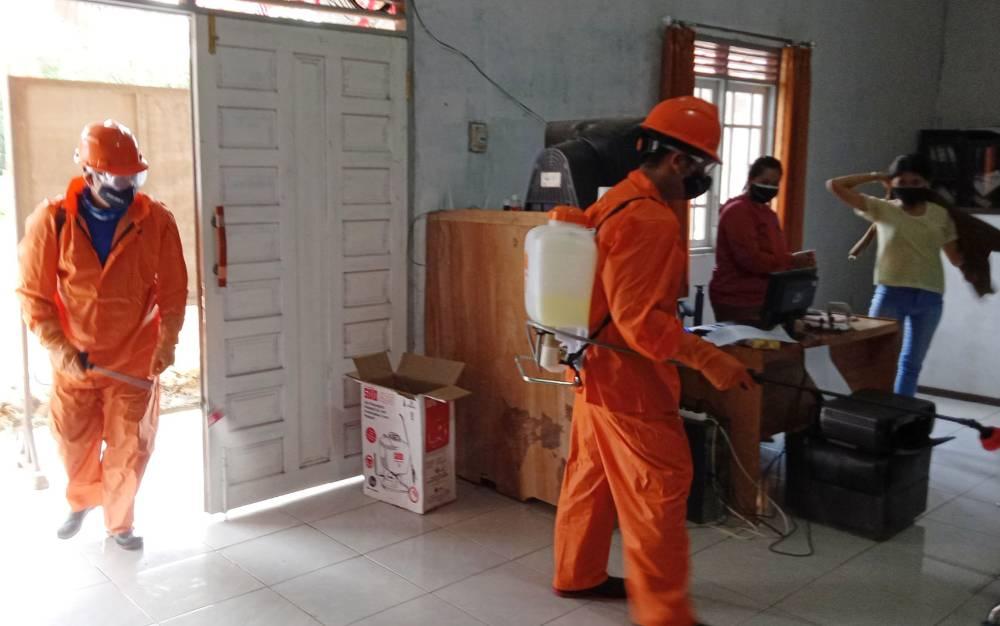 Penyemprotan disinfektan di Desa Jaar, Sabtu, 27 Februari 2021.