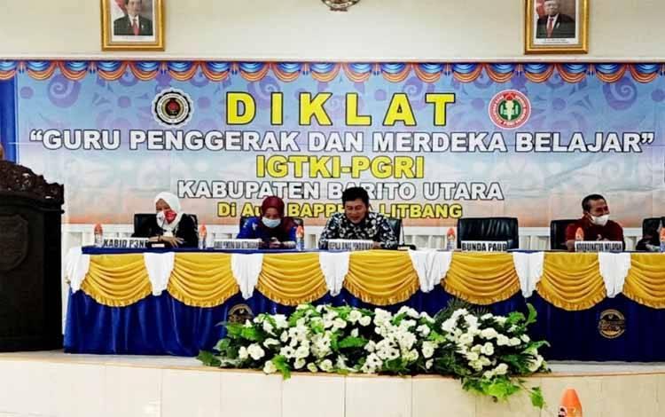 Kepala Dinas Pendidikan Barito Utara, Ardian memimpin diklat guru penggerak dan merdeka belajar IGTKI-GRI