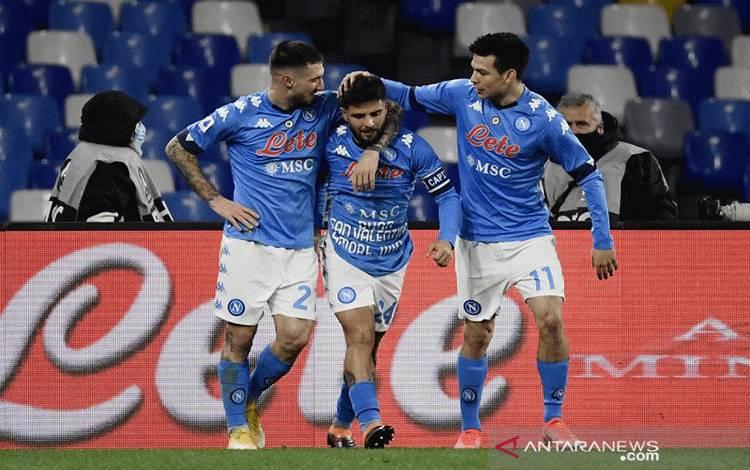 Foto arsip 13 Februari 2021 ketika para Napoli merayakan gol ke gawang Juventus dalam pertandingan Serie A tanggal itu di Stadion Diego Maradona di Naples. (Photo by Filippo MONTEFORTE / AFP) (AFP/FILIPPO MONTEFORTE)