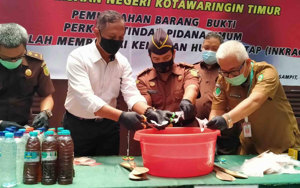 Pemusnahan barang bukti narkoba di Kejaksaan Negeri Kotawaringin Timur.