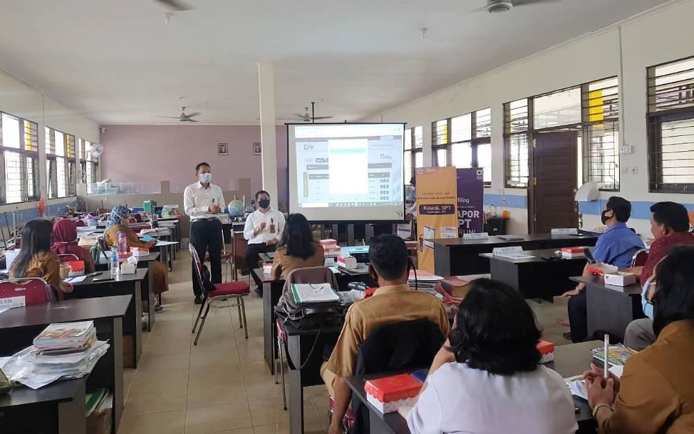 Pelatihan pelaporan SPT Tahunan di SMAN 1 Tamiang Layang, Senin, 1 Maret 2021.