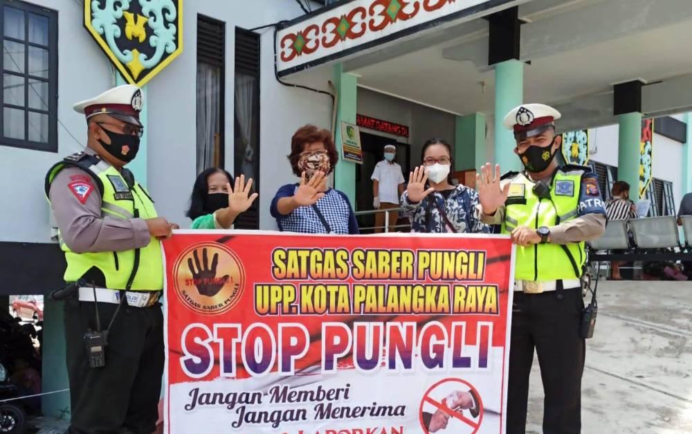 Sosialisasi Saber Pungli di Disdukcapil Palangka Raya, Senin, 1 Maret 2021.