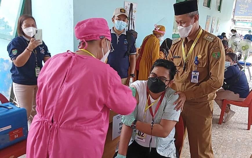 Vaksinasi covid-19 di Puskesmas Bambulung.