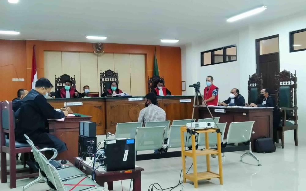 Saksi Didik Purwanto memberikan keterangannya dalam kasus pembunuhan dengan terdakwa, Bong Hiun Tjin alias Acin.
