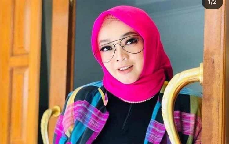 Foto presenter Rina Gunawan semasa hidupnya