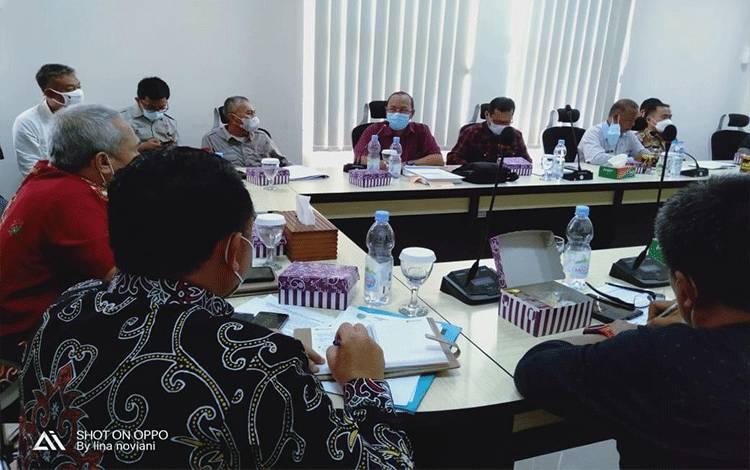 Rapat Koordinasi terkait pembuatan outlet / pembuangan air hujan yang dilaksanakan di Ruang Rapat Bupati Pulpis.