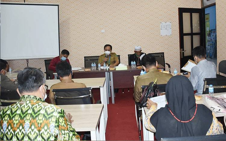 Suasana saat Pengurus DPD LASQI Kapuas melakukan rapat persiapan rencana audisi vokalis seni qasidah di Kuala Kapuas.