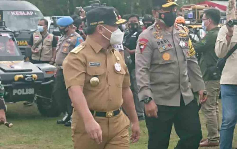 Gubernur Kalteng, Sugianto Sabran ketika mengecek kesiapan pasukan penanggulangan karhutla, Kamis. 4 Maret 2021.