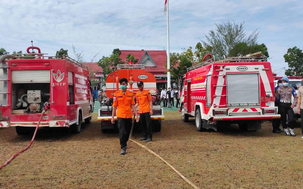 Pelaksanaan apel gelar personel dan sapras kesiapan menghadapi karhutla di Kabupaten Sukamara.